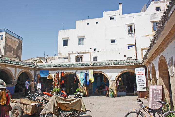 Plaza central comercios tradicionales medina Bastion du Nord