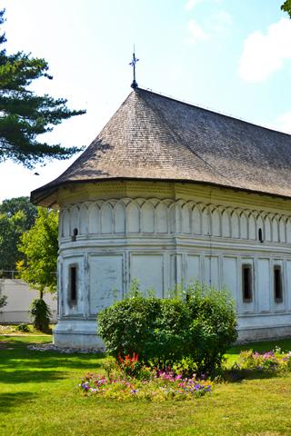 Monasterio ortodoxo fachada trasera Snagov Rumanía
