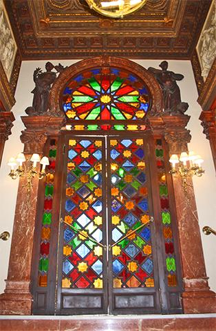 Puerta colores mármol neobarroco entrada Casino Murcia