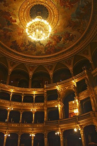 Interior Teatro de la Ópera Budapest lámpara