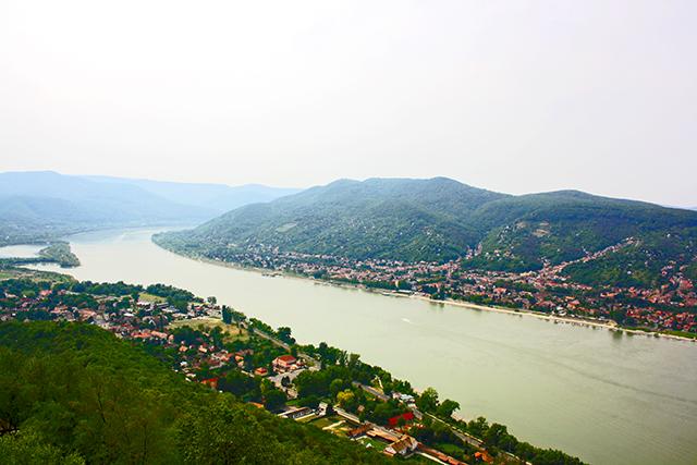 Visegrád vistas Danubio Hungría