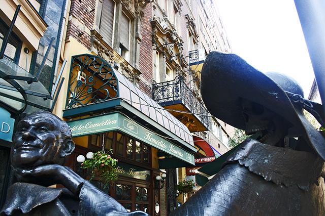 Opereta Budapest estatua