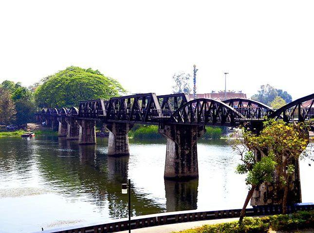 Puente sobre el río Khae Yai Kanchanaburi Tailandia