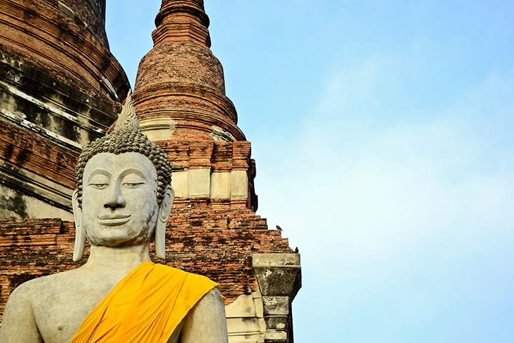 Cara buda sonrisa Wat Yai Chai Mongkol ruinas Ayutthaya