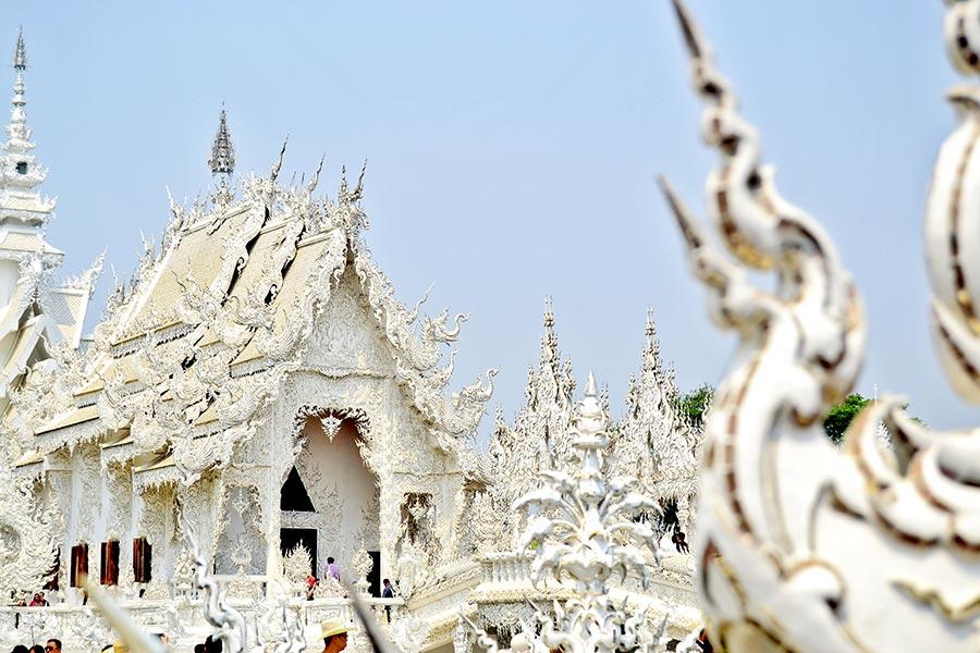 Decoración kitsch Templo Blanco Chgiang Rai Tailandia