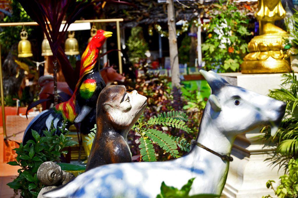 Esculturas músicos animales cuento Alemania wat Chiang Mai