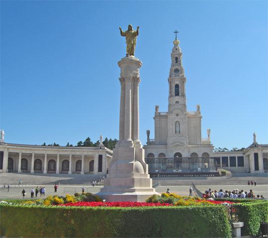 Columna Cristo brazos Santiario Fátima plaza principal