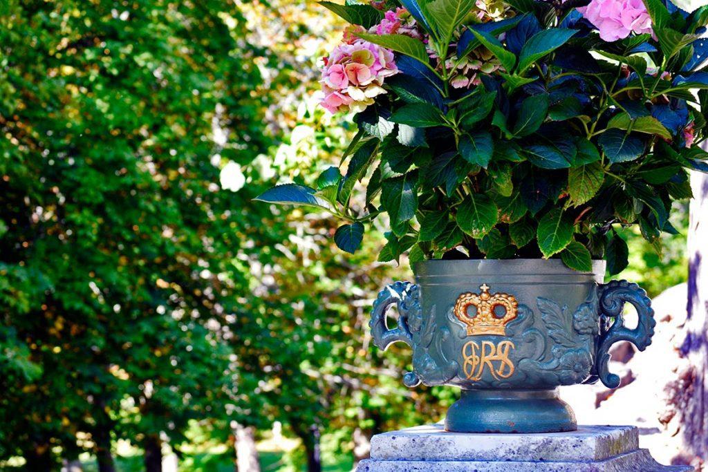 Macetero real latón flores silvestres jardines Palacio Drottningholm