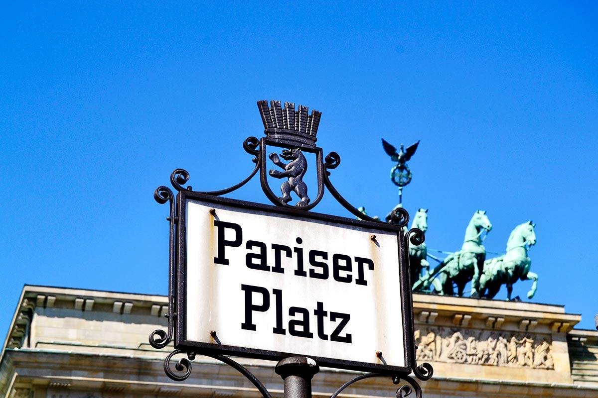 Placa Plaza París Puerta Brandeburgo centro histórico Berlín